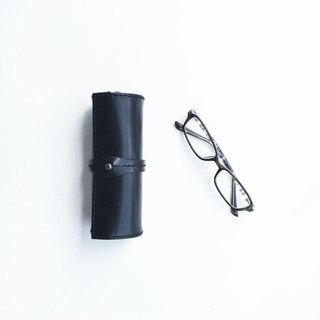 Scroll glasses case black using the Tochigi leather