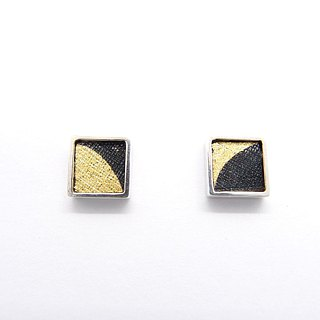 A centimeter square D-925 silver earring on the ear