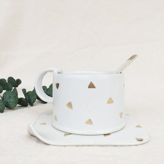Simple gold coffee cup - triangular