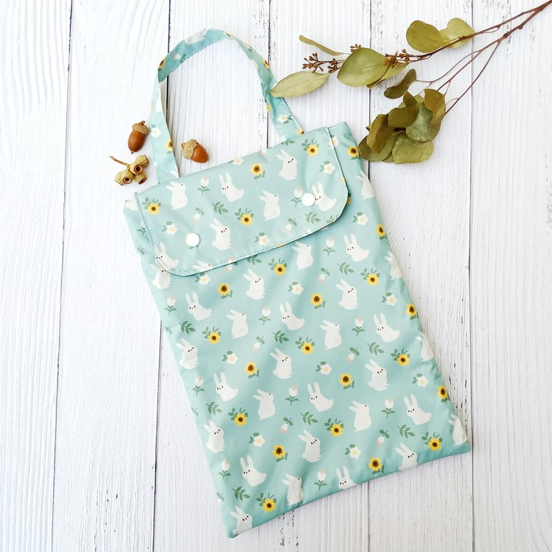 [Waterproof diaper bag] Rabbit in the garden