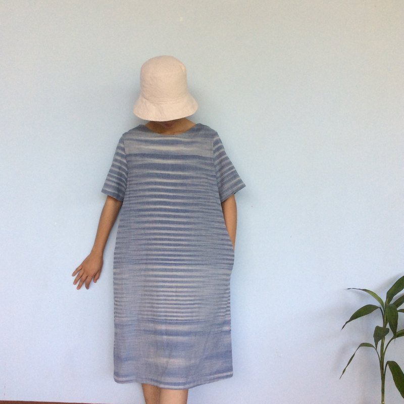 hand-woven cotton fabric with natural dyes dress (indigo&white)y10