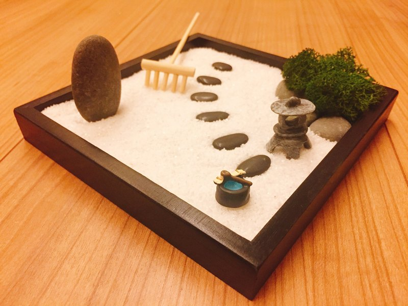 Pure natural Japanese Zen Tsing Black wooden box sand plate dry mountain water stone lamp gift treatment small things zen