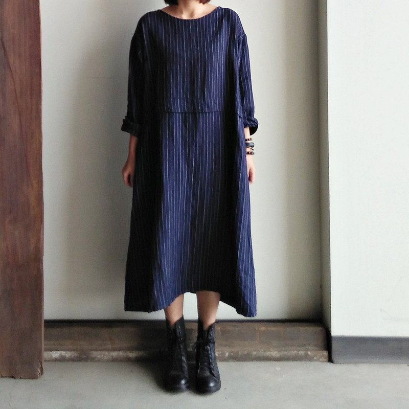 Shell Button Gown Linen Dark Blue Stripe / Denim Blue Stripe