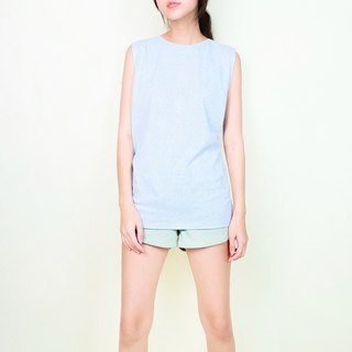 Sleeveless Classic neck top