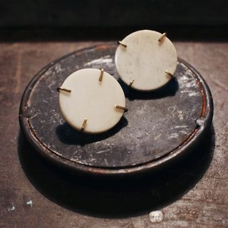 MU Stone Stone Series White Jade Round Brass Earrings