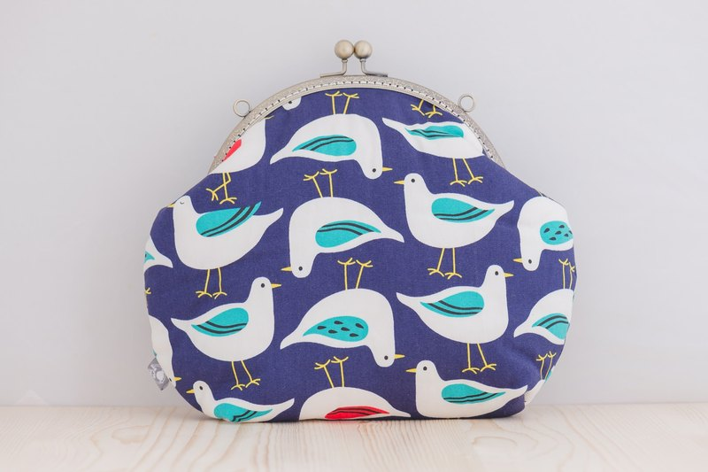 Pigeon! How do you reverse the blue gold mouth gold bag retro carry bag
