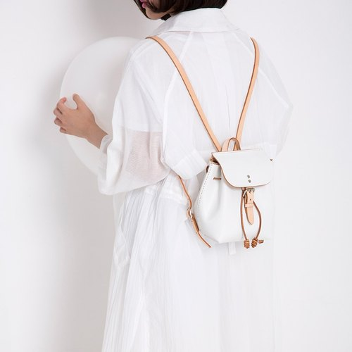July Xaccar White Balloon Series The first layer of vegetable tanned leather white mini wild bucket shoulder bag