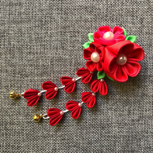 Festive and romantic tassel hair clip