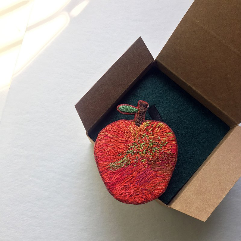 Exclusive order - 6 cm apple illustration wind embroidery pin