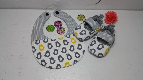 Little Penguin gift lined up for a whole month baby bibs shoes +