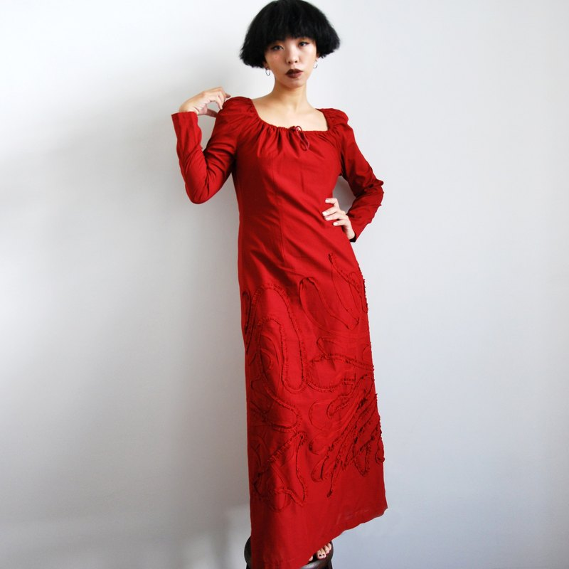 Pumpkin Vintage. Ancient three-dimensional pattern red long dress