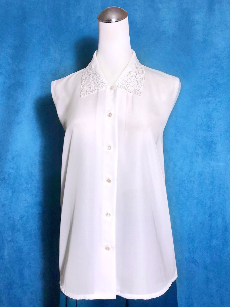 Embroidered flowers hollow collar sleeveless vintage shirt / brought back to VINTAGE abroad