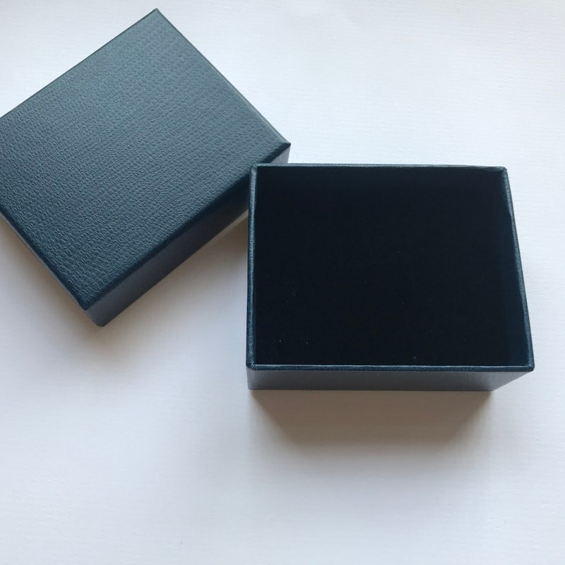 Additional purchase of goods / additional purchase of packaging gift box 1 into (with white ribbon)