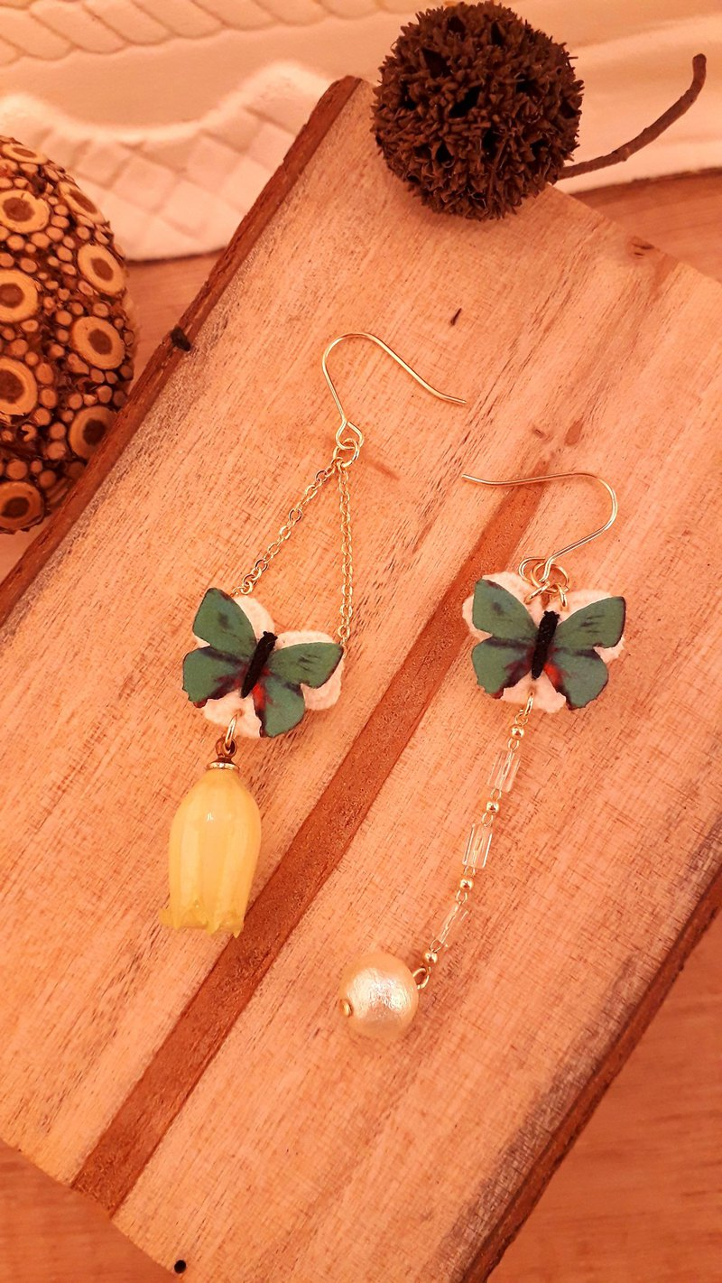 Japanese small cloth butterfly real wind bell flower cotton pearl asymmetric feel earrings * green butterfly D214