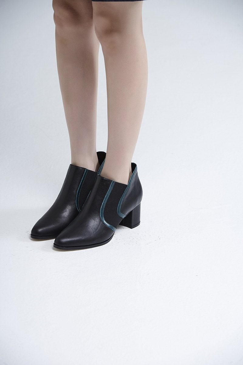 Side streamlined thick with short boots black