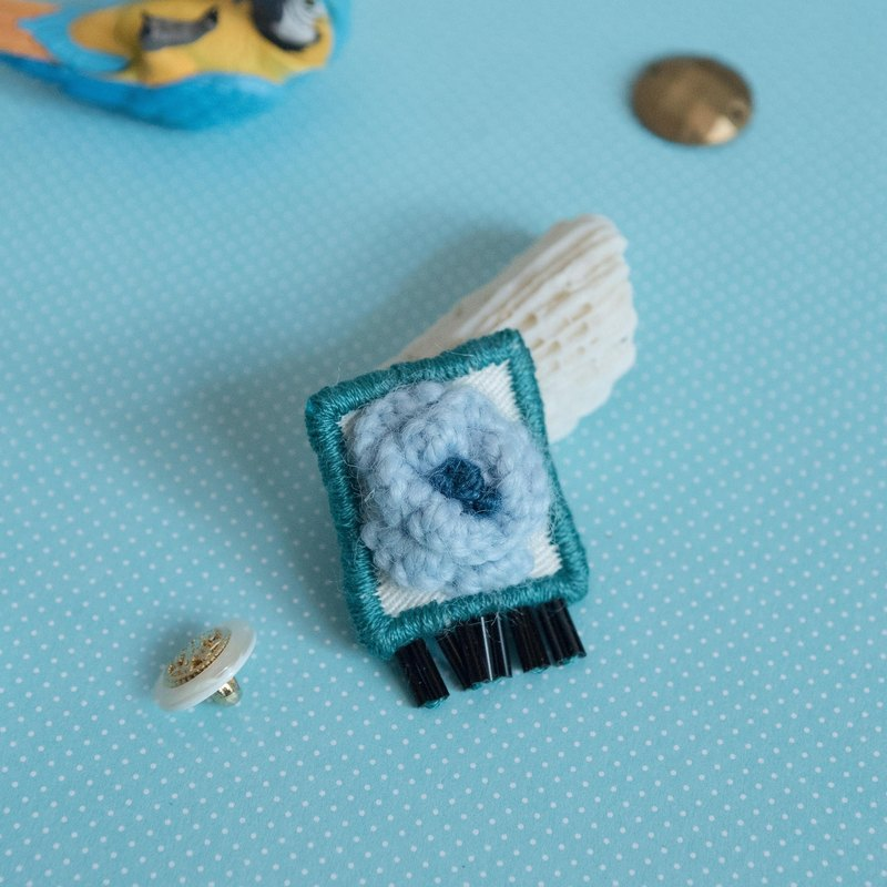 【Embroidery Accessories】Light Blue Colour Wool Flower Brooch