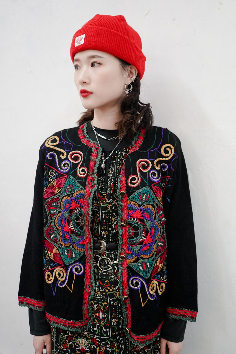 Ancient embroidered coat P3