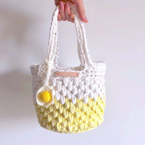 Crochet _ a bit of weight bucket bag _ poached egg