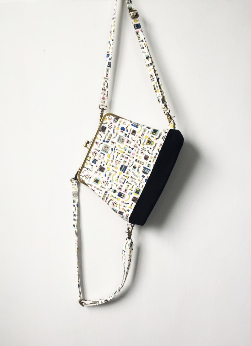 robot clasp frame bag/with chain/ cosmetic bag