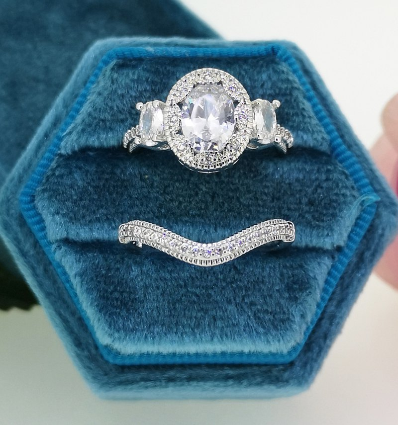 Wedding Set in 18k White Gold, Oval Moissanite and Diamond Wedding Ring Set