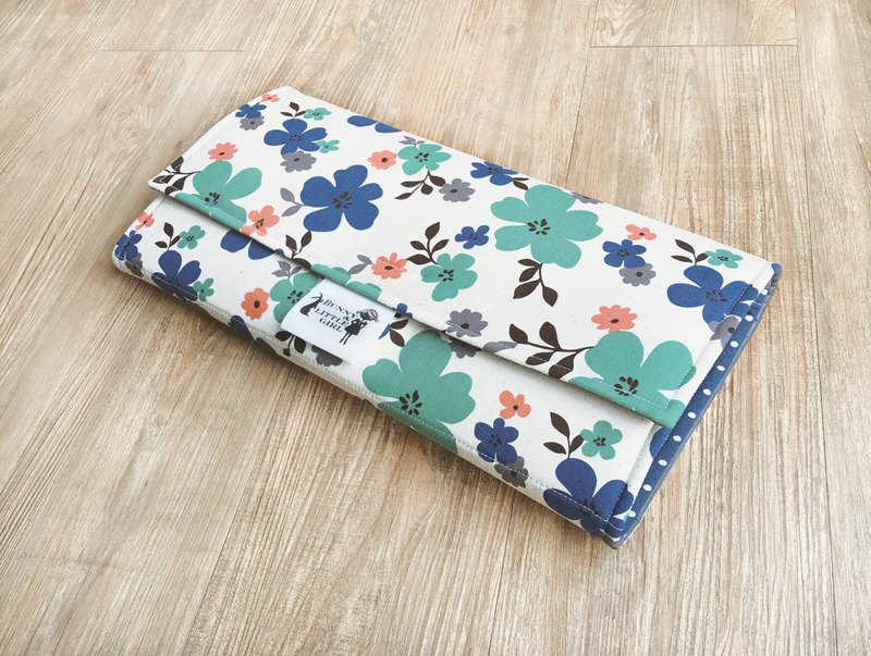 Carry-out diaper pad - blue and green flowers