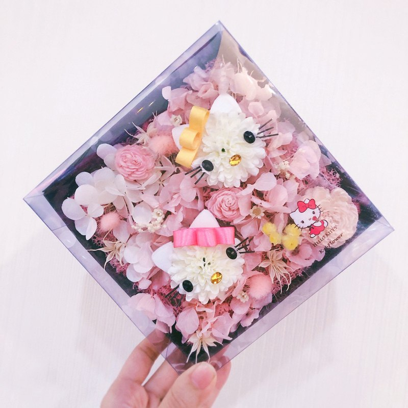 Hello Kitty and Mimmy Everlasting Flower Box