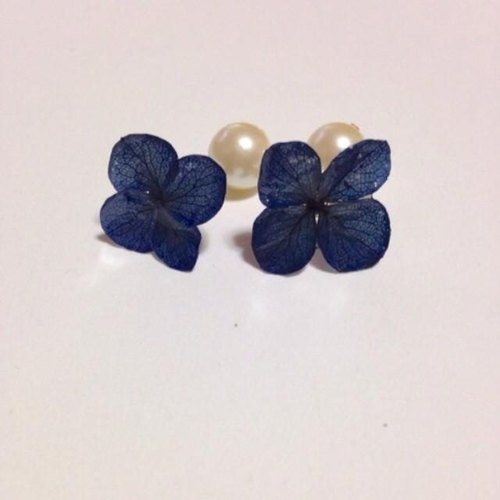 Navy hydrangea pearl earrings