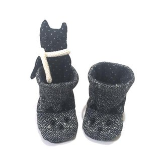 Baby booties of the black cat  (GIFTBOX)