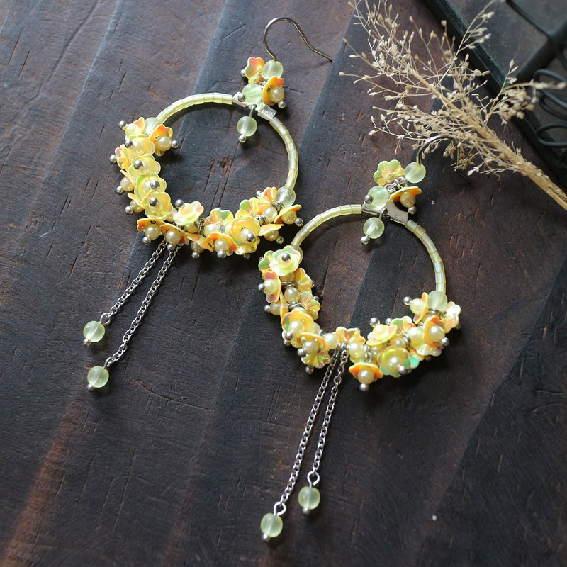 Yellow sequins flowers stainless steel half-shaped wreath large earrings ear clip ear clip