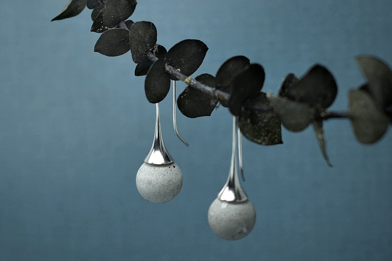 Sprout-Sterling Silver x Cement / Earrings / Round