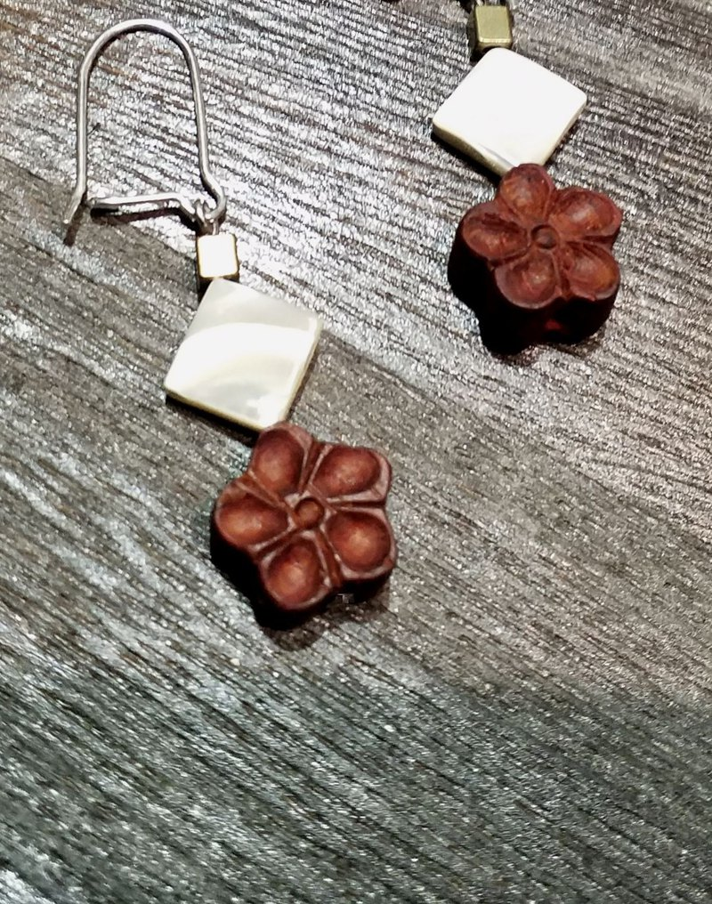red sandalwood flower and shell 925 silver platinum plated earrings