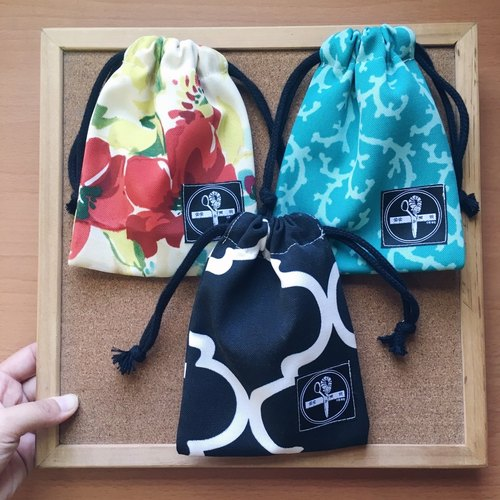 Small beam storage bag / Series 5: Draw flowers, coral green, black tiles