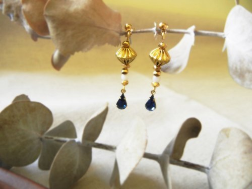 *coucoubird*sapphire light gem vintage brass earrings