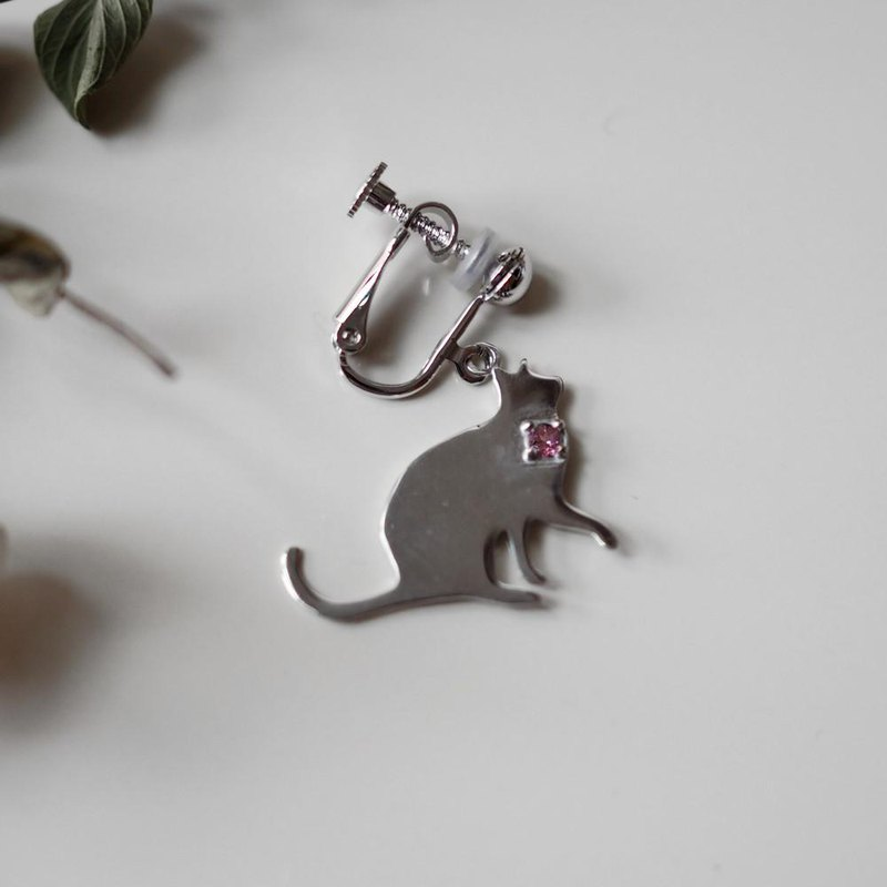 One ear cat silhouette earring (Tonade Cat) Tanzanite, Pink Tourmaline, Aquamarine