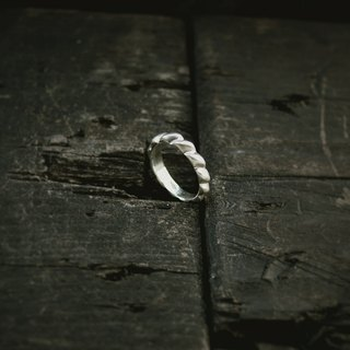 The Simple-Twisted Wheel Silver Ring be simple — twelve Twist