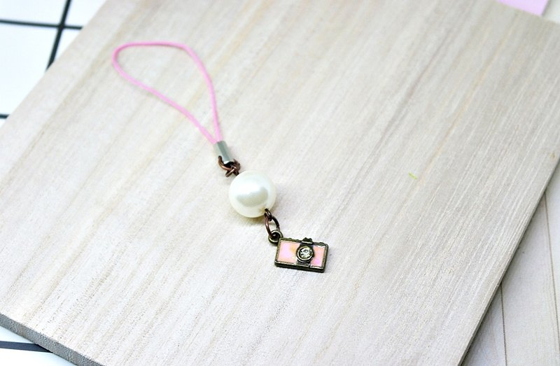 ├ cute little strap series ┤-pink camera - # small gift # # can be changed into earphone plug #
