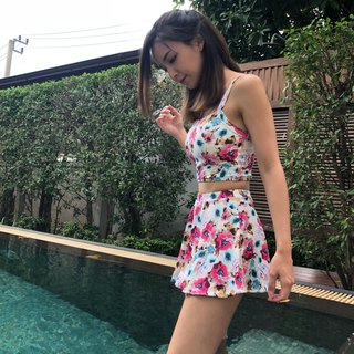 A day at the beach : floral printed two pieces swimsuit