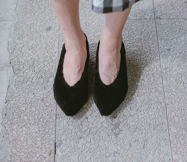 【 Display products 清清】Puffy wool elliptical with leather pointed shoes black