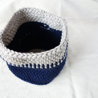 yuoworks / deep blue snood / hand-knitted by tunisian crochet
