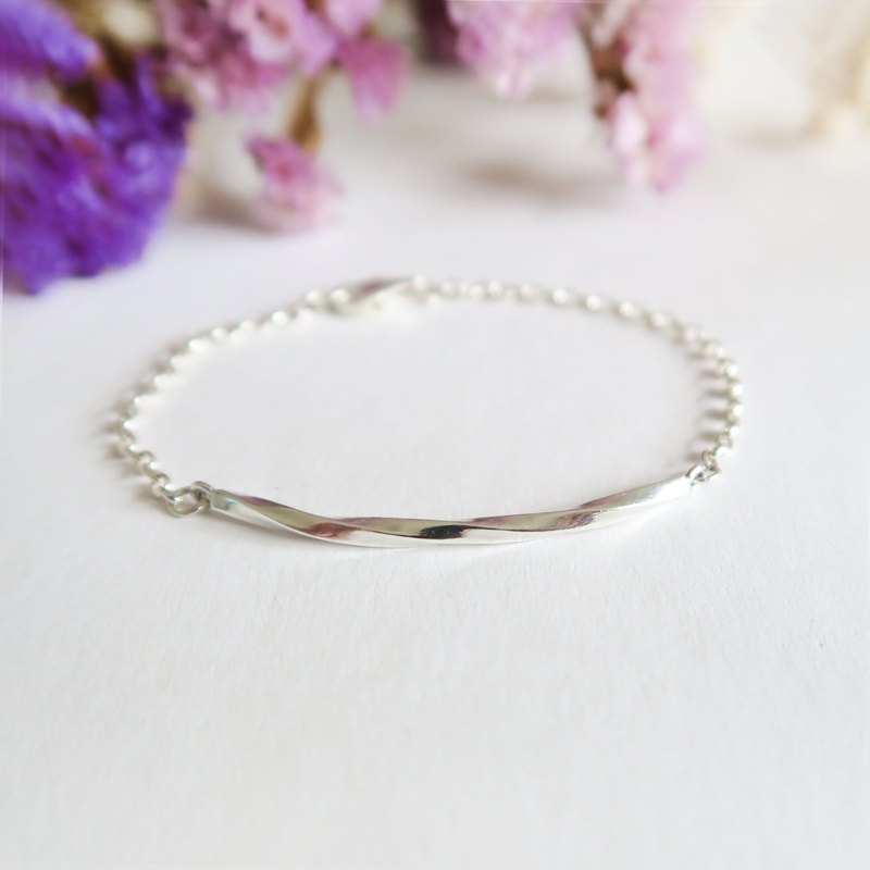 925 Silver Spiraled Smile-shaped Bracelet