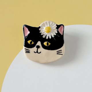 Purr- Cat with Daisy- Brooch of porcelain