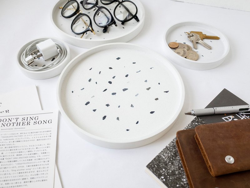 无视室│City Geometry Round White Cement Grindstone Plate-L