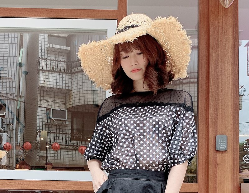 MIT Dotted Cutout Top (R7052A)
