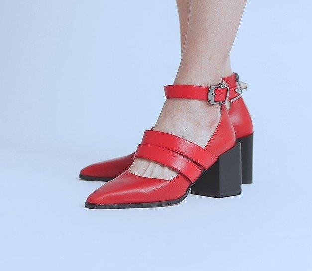 Rugged with coarse buckle dough leather high heels bright red