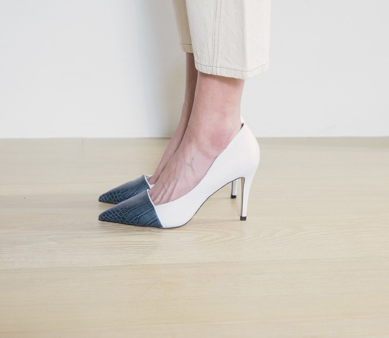 Minimalism coloured pointed leather stilettos white