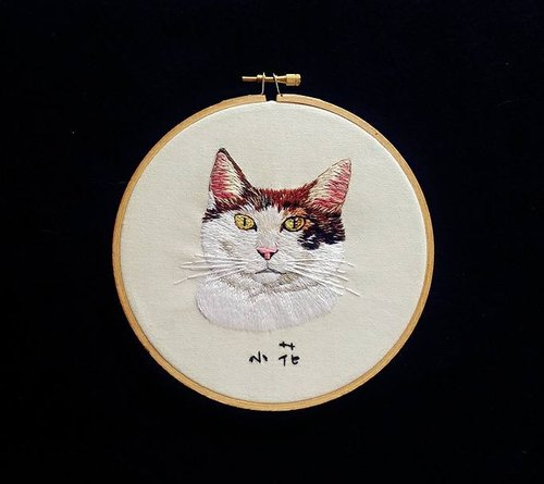 Pet hand embroidery portrait of a single system