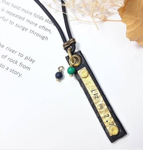 [female models] custom lettering irregularly beat brass long-name leather necklace Valentine's Day / Christmas gift