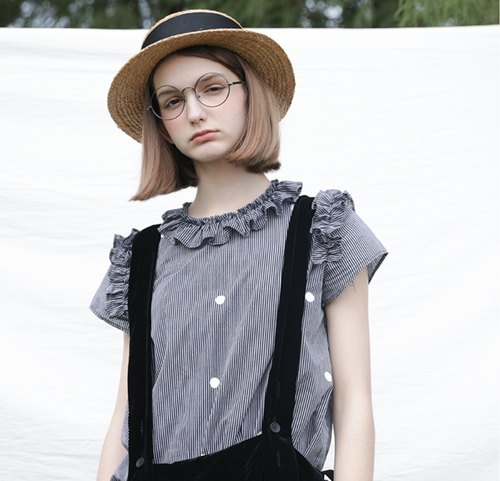 Black and gray striped ruffle collar shirt - imakokoni