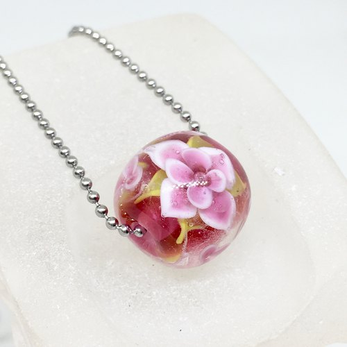 Extravagant pink flower glass beads necklace