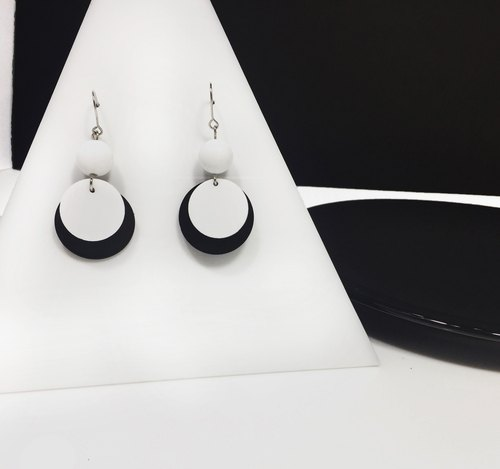 Black and white dots round earrings